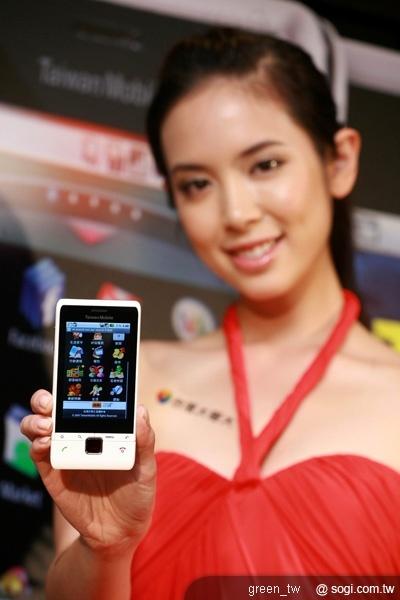 中用量用戶選擇語音資費401搭配行動上網250,手機專案價超值優惠,只要2490元,就能輕鬆體驗Android手機行動上網的快感;語音資費968搭配行動上網450,T1手機專案價0元。台灣大哥大VIP用戶續約,T1手機專案價可額外再折價500至1500元。