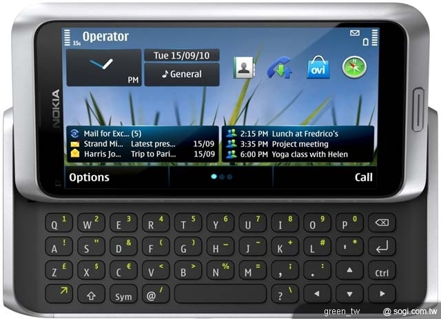 Nokia E7 為諾基亞首款採用四吋 AMOLED 超大螢幕機種